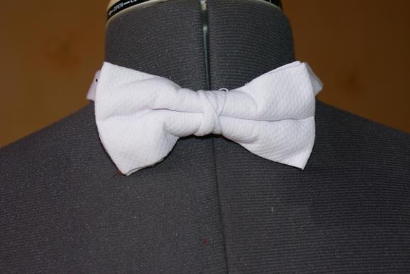 0012 white bow